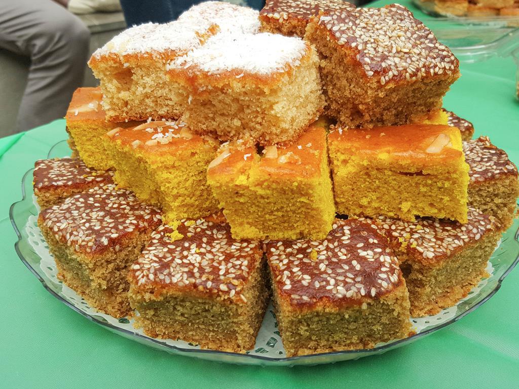 Sfouf i inne libańskie ciasta na talerzyku