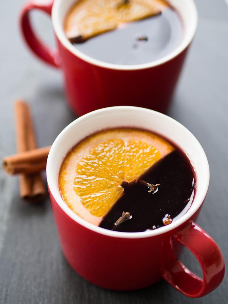 grzane wino czerwone z przyprawą korzenną, miodem, goździkami i plasterkami pomarańczy - Wszystkiego Słodkiego