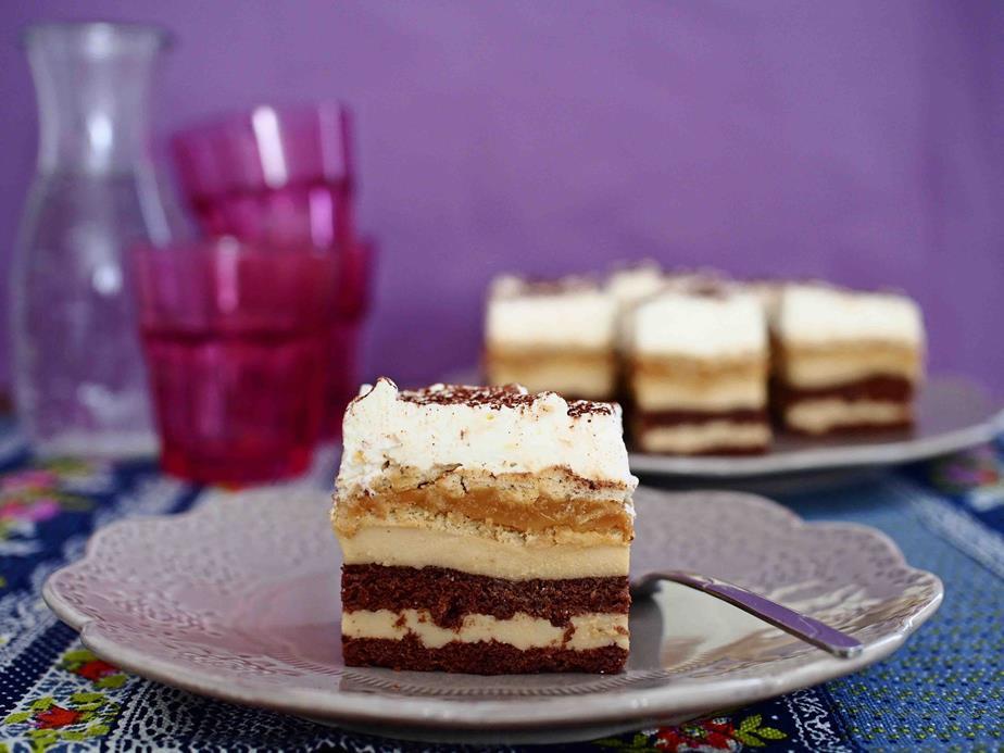 ciasto czekoladowe przełożone maśą budyniową toffi z kajmakiem