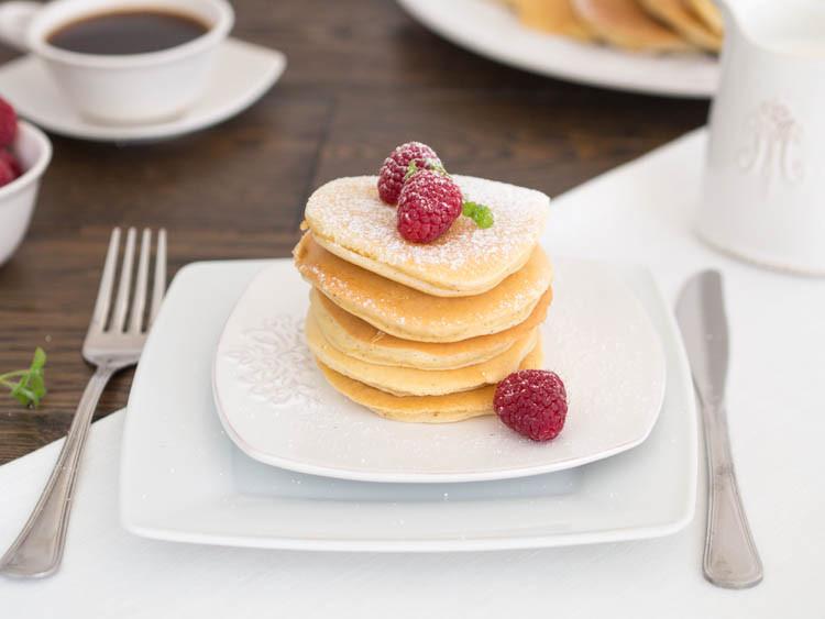 puszyste pancakes z owocami