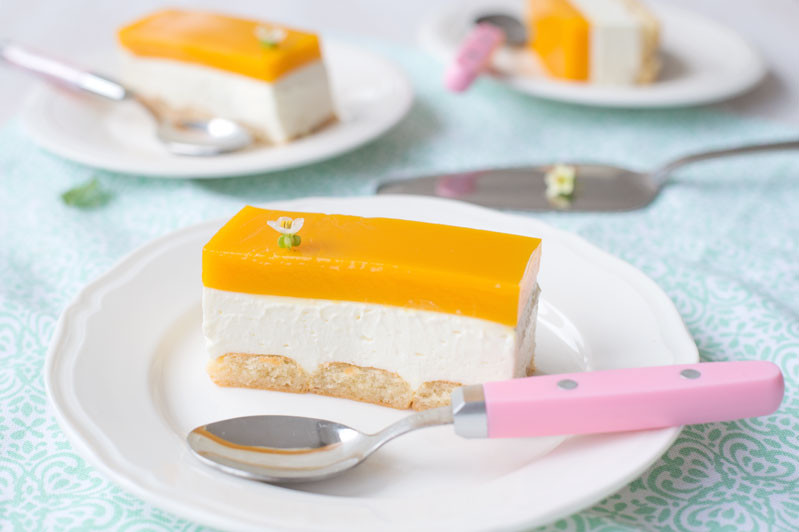 Kawałek sernika na zimno z musem z mango na spodzie z biszkoptów - Wszystkiego Słodkiego