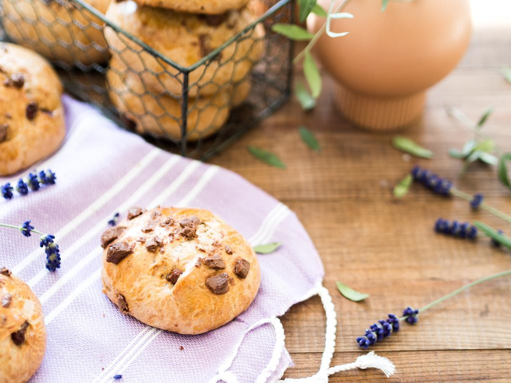Bułeczki drożdżowe z czekoladą - Wszystkiego Słodkiego