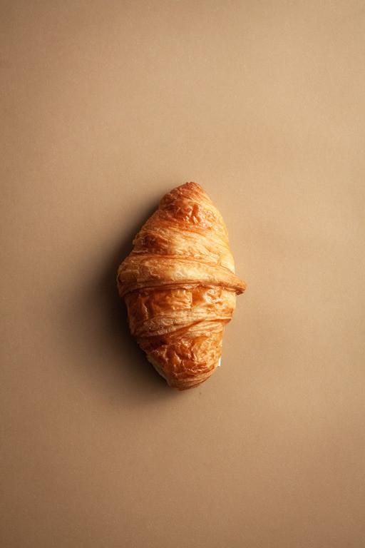 Croissant czyli rogalik z ciasta półfrancuskiego.