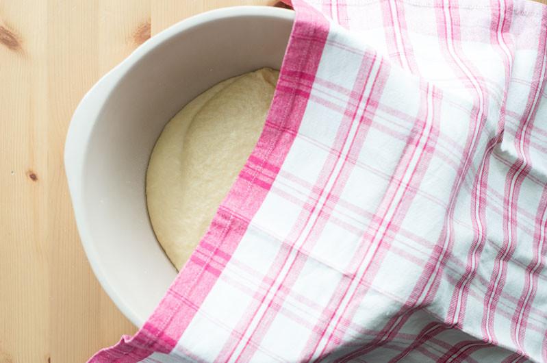 wyrobione ciasto drożdżowe na drożdżówki
