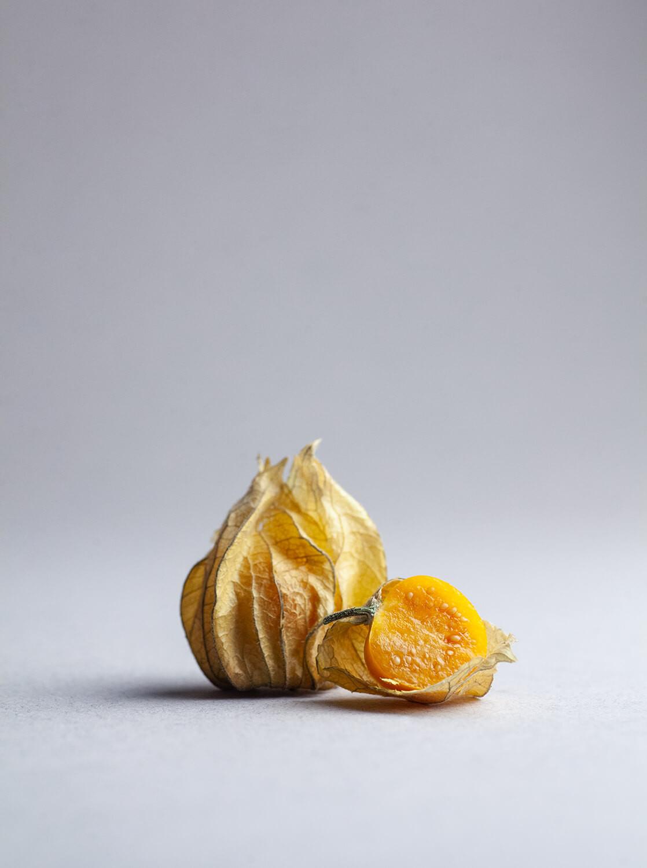 Pomarańczowy owoc Miechunki Peruwiańskiej.