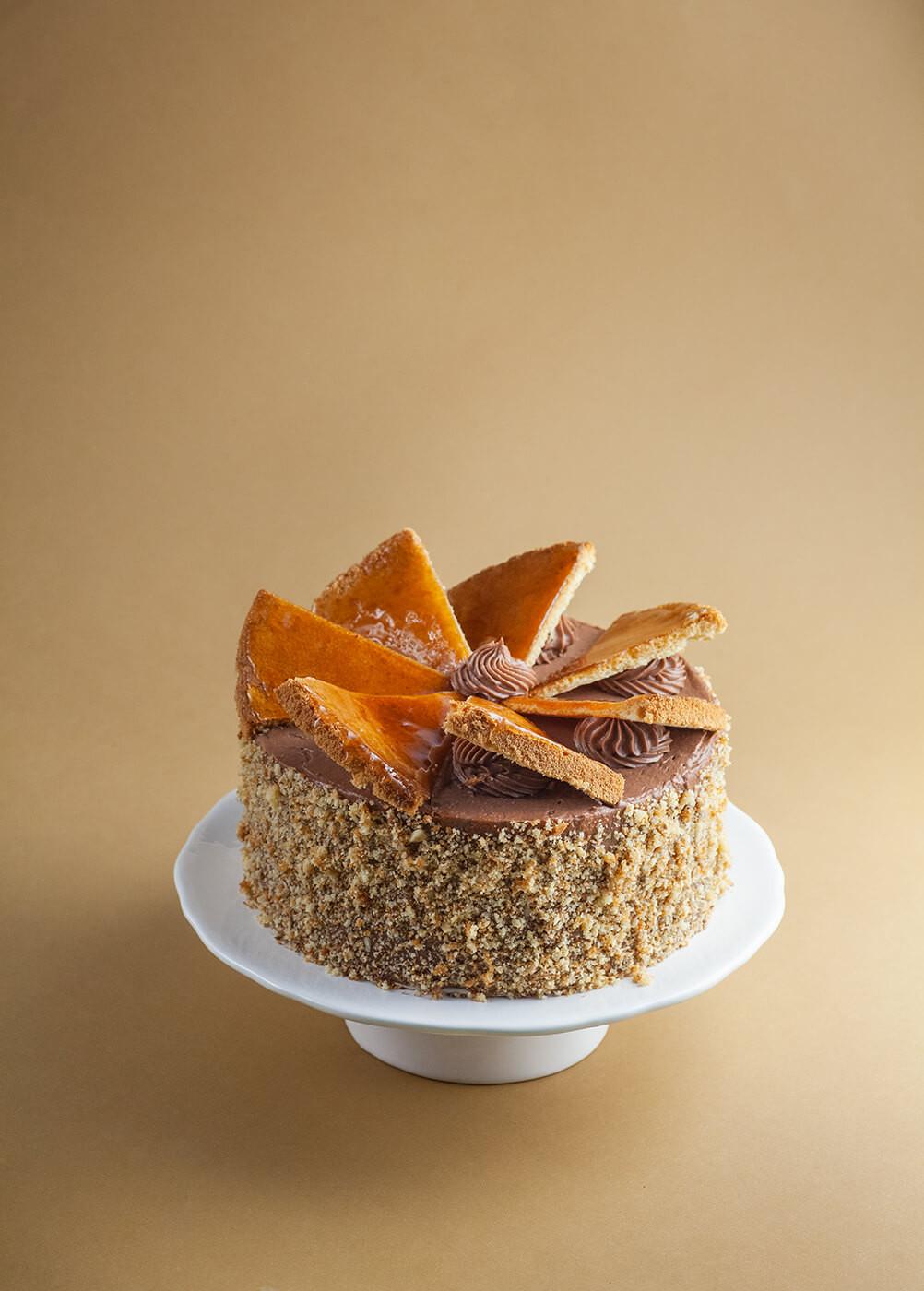 Tort Dobos - węgierski tort orzechowo czekoladowy.