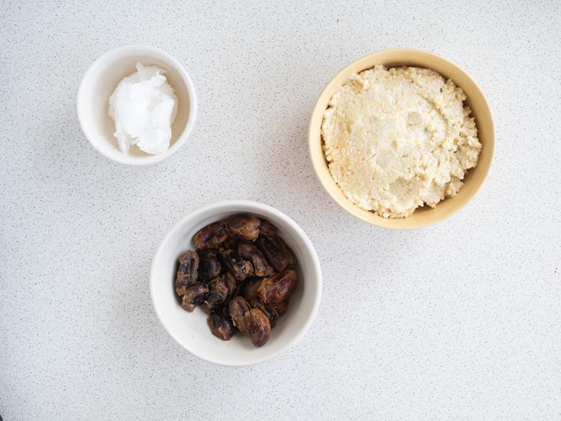daktyle, kasza jaglana, olej kokosowy w miseczkach