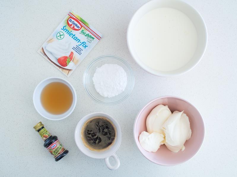 mascarpone, śmietanka, śmietan-fix bez glutenu, cukier puder, ekstrakt migdałowy