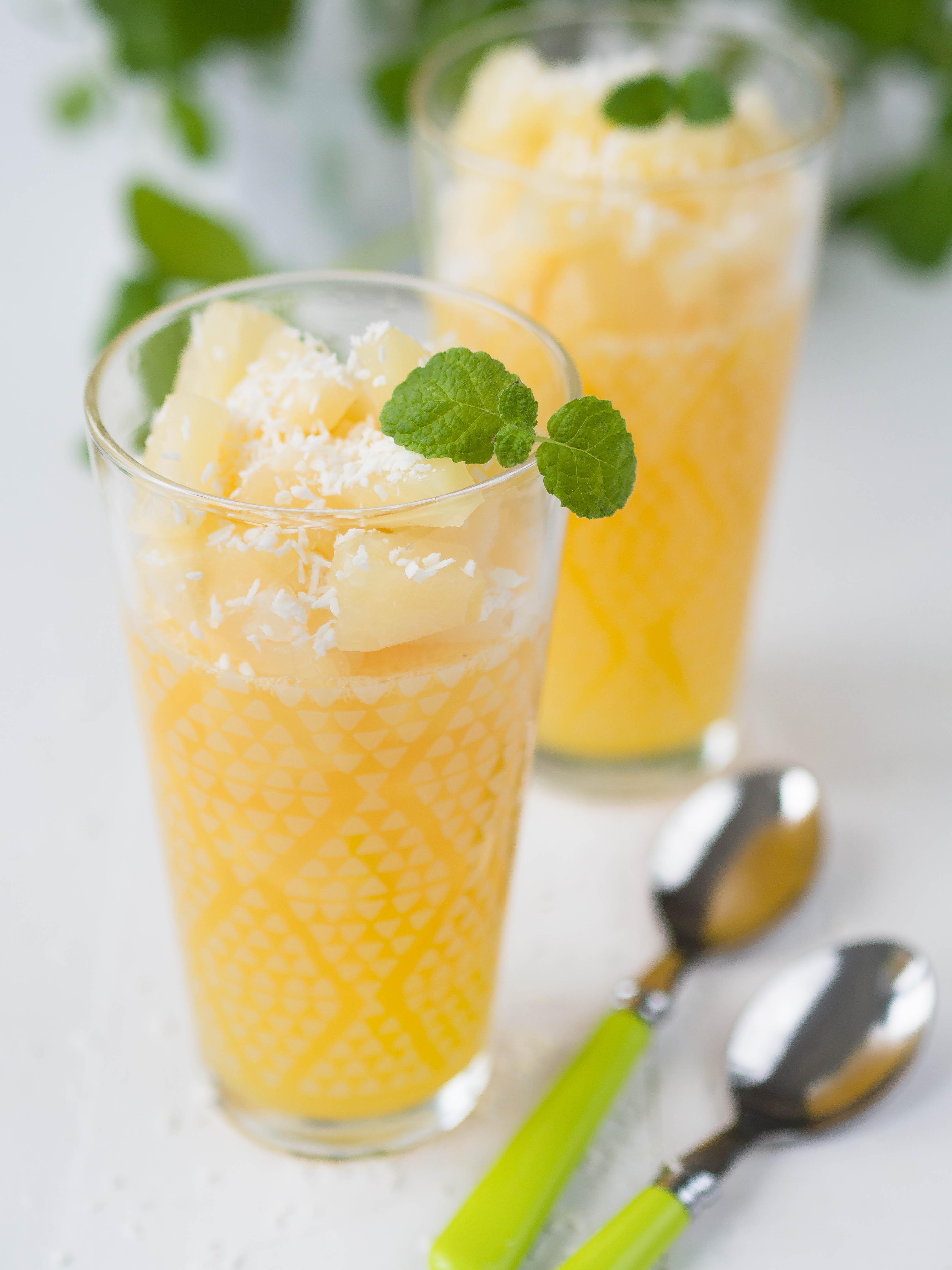 Tropikalny deser ananasowo-kokosowy