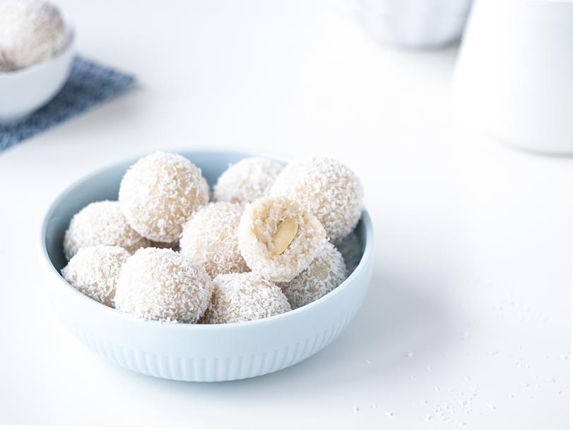 kulki kokosowe bez glutenu w miseczce