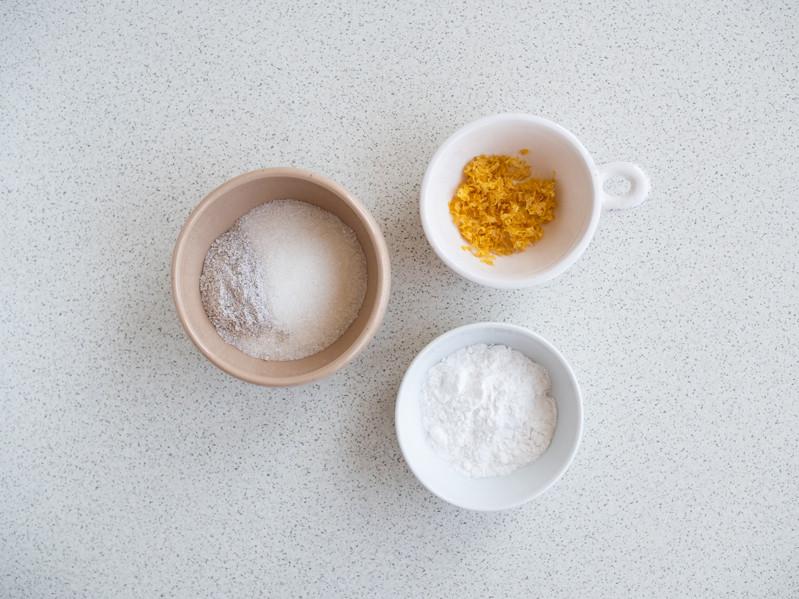 cukier, cukier z wanilią, mąka ziemniaczana w miesczkach
