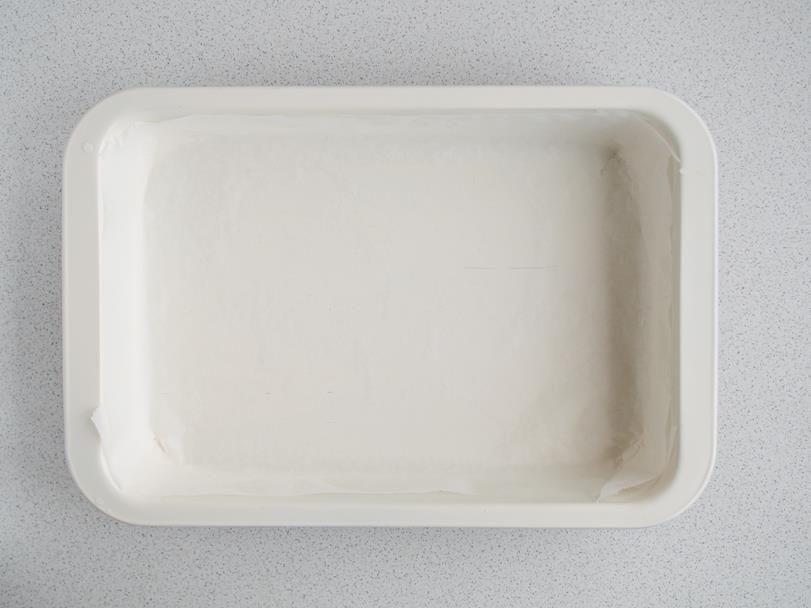 forma do pieczenia wysmarowana masłem