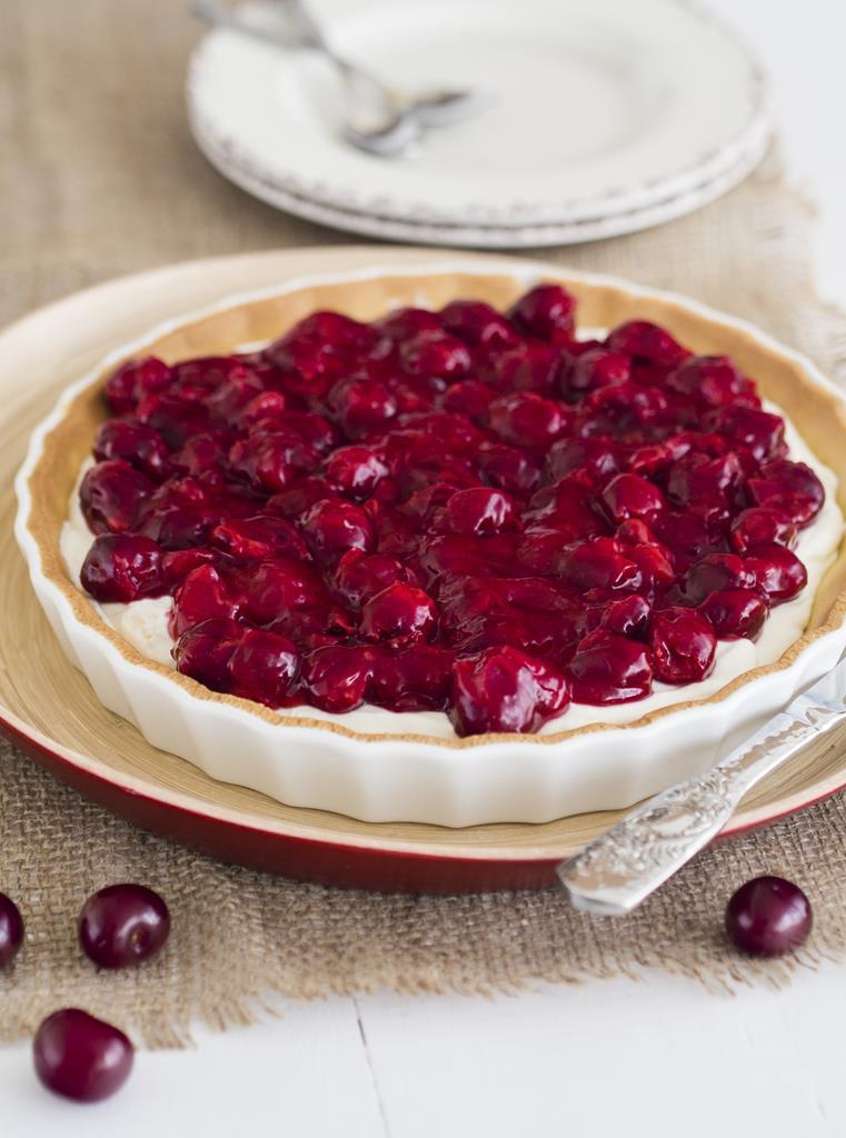 Tarta sernikowa z wiśniami w formie