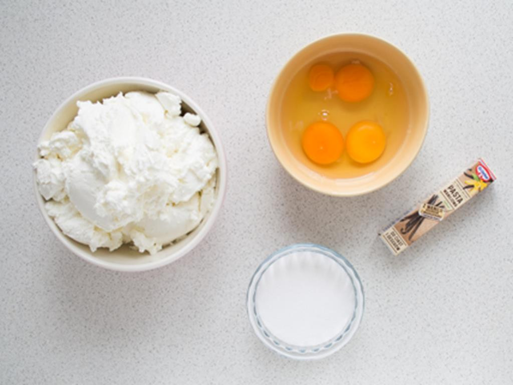 twaróg, jajka, cukier, pasta waniliowa