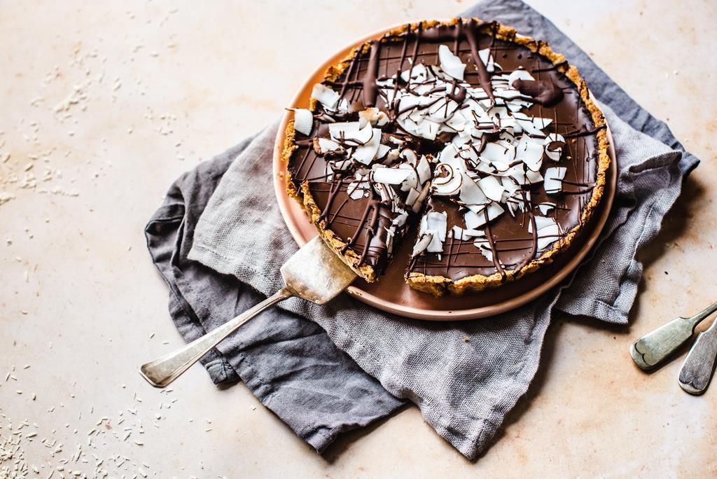 Tarta czekoladowo-kokosowa z mocno czekoladowym, wegańskim kremem