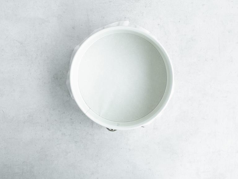 tortownica wyłożona papierem do pieczenia