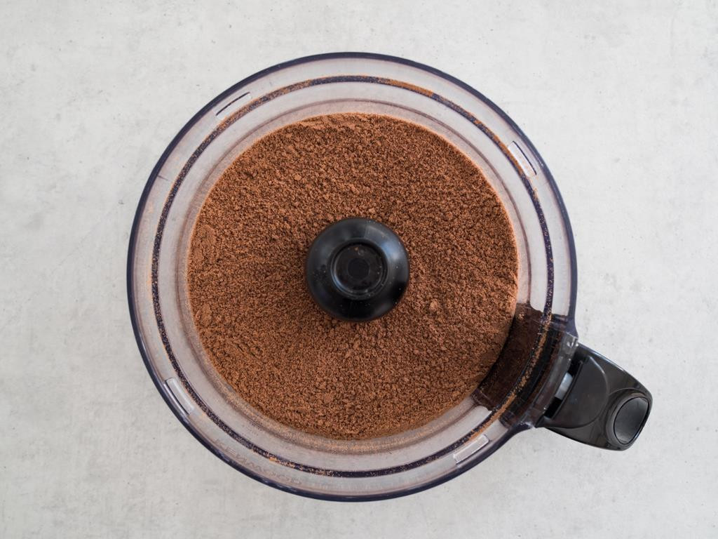 Herbatniki kakaowe pokruszone na piasek