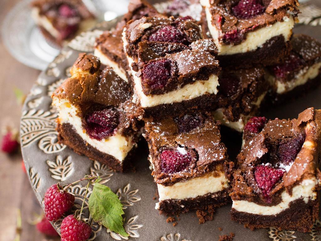sernikobrownie z malinami czyli sernik na mocno czekoladowym spodzie - Wszystkiego Słodkiego