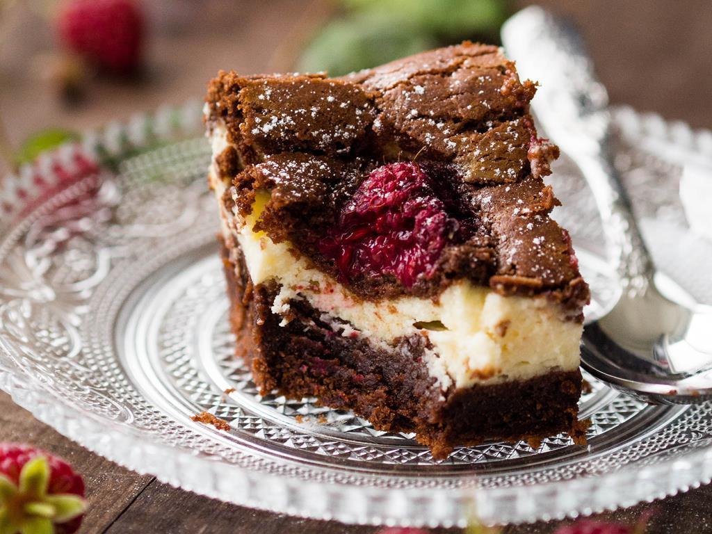 sernikobrownie ciasto czekoladowe z masą serową i malinami - Wszystkiego Słodkiego