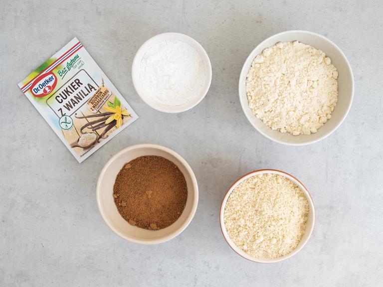 Mąka migdałowa, jaglana, ziemniaczana, cukier kokosowy, cukier z wanilią Dr. Oetkera i szczypta soli w osobnych miseczkach