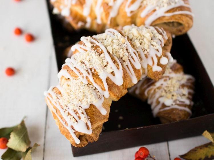 rogale Świętego Marcina z ciasta drożdżowo-francuskiego