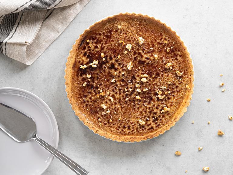 Tarta z orzechowym Crème Brûlée i skarmelizowanym cukrem