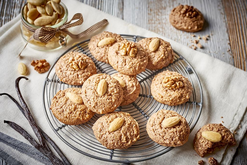 ciasteczka piernikowe bez glutenu na mące migdałowej z migdałami