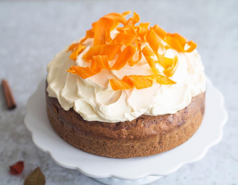 Ciasto marchewkowe piernikowe z kremem śmietankowym i dekoracją z marchewki kandyzowanej - wszystkiego słodkiego