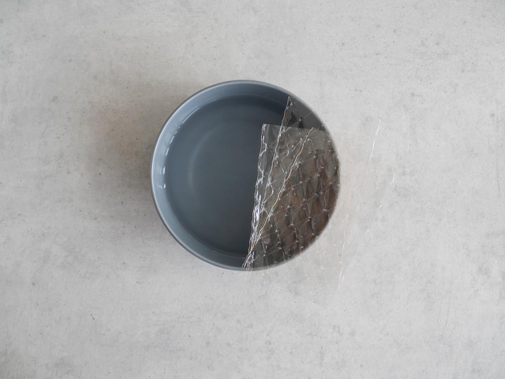 Listki żelatyny przed namoczeniem