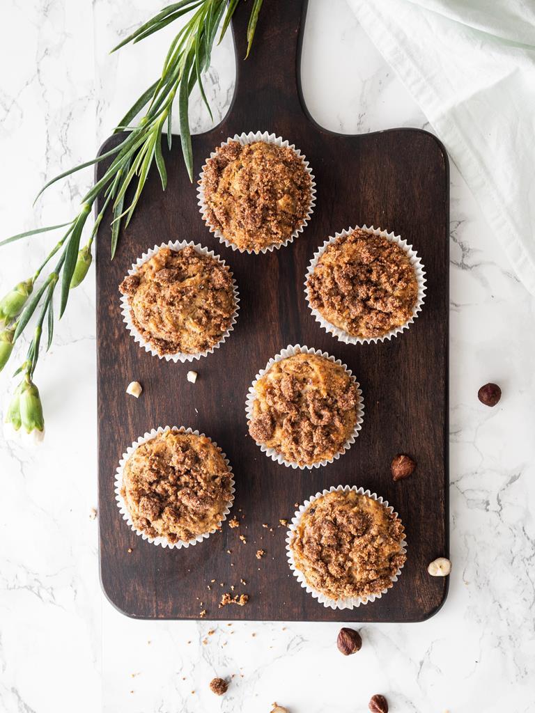 Wegańskie muffinki z bananem i kruszonką