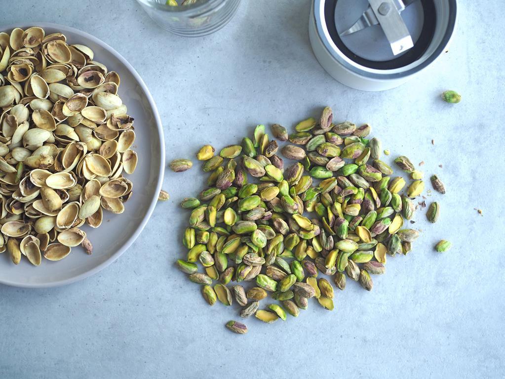 pistacje na stole