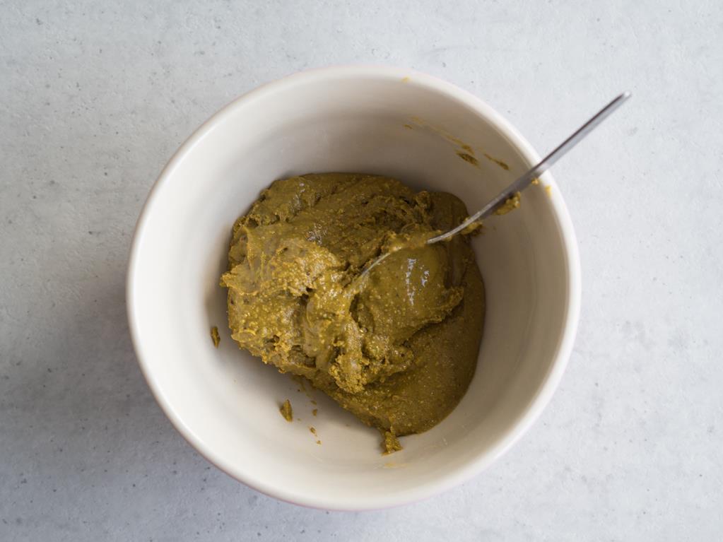 pasta z pistacji w miseczce