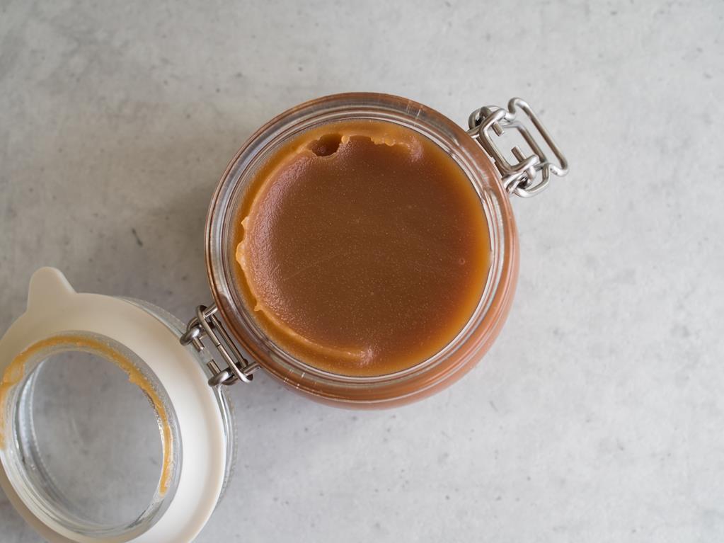 sos karmelowy w słoiczku