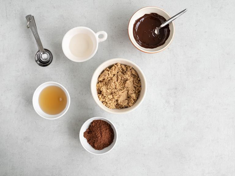 mielone orzechy, czekolada, syrop z agawy, olej kokosowy, kakao