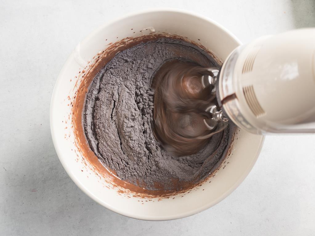 miksowana masa na czekoladowe ciasteczka