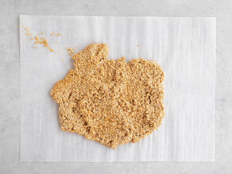 Masa sezamowa na papierze do pieczenia
