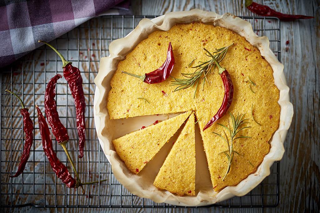 Chlebek kukurydziany a la polenta z chilli w okrągłej formie