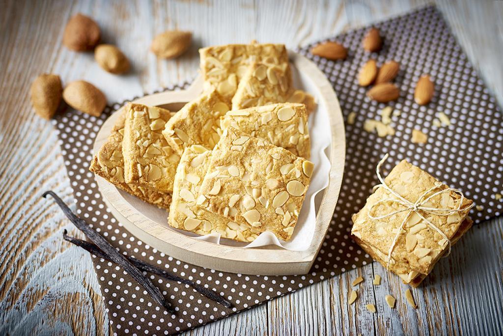 Ciasteczka bezglutenowe z płatkami migdałów
