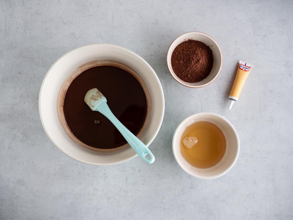 syrop z agawy, pasta waniliowa, ciemne kakao, olej kokosowy rozpuszczony z czekoladą