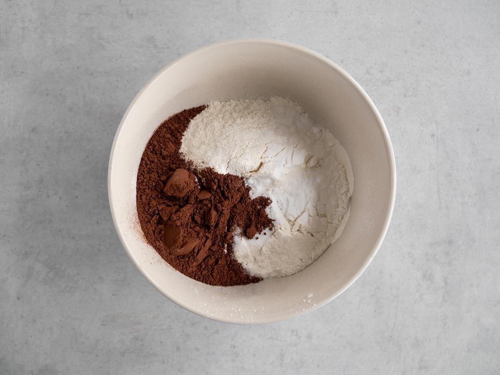 mąka, ciemne kakao, sól, soda