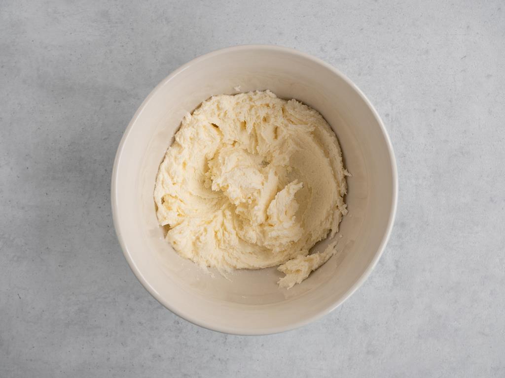 maslo utarte z cukrem na janą, puszystą masę