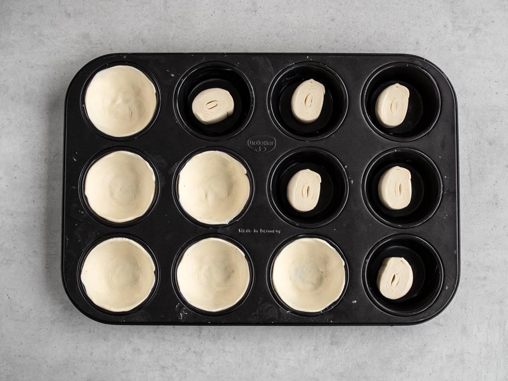 formowanie mini tart z ciasta francuskiego