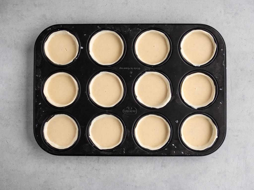 mini tarty wypełnione kremem przed pieczeniem