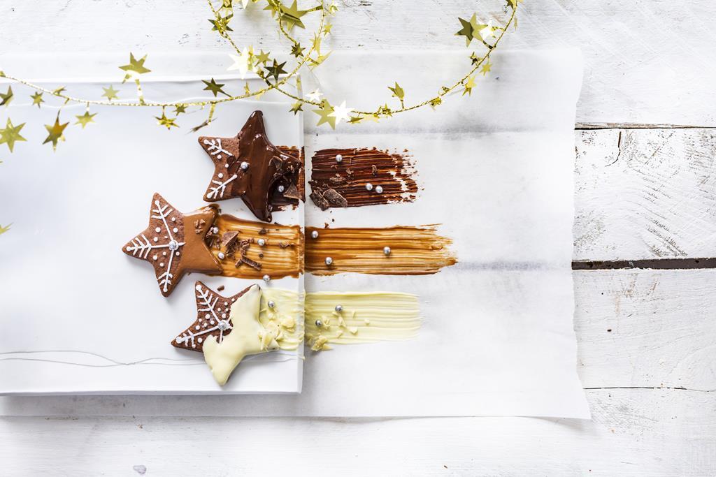 Czekoladowe gwiazdki, trz rodzaje czkolady -mleczna, gorzka i biała
