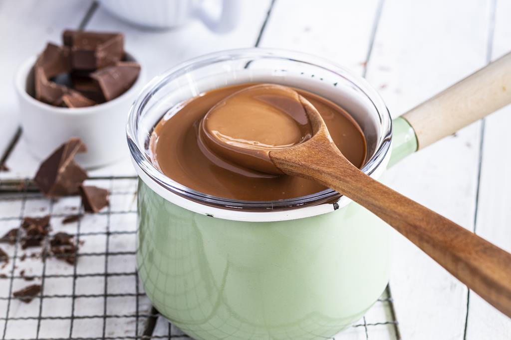 Płynna czekolada w kąpieli wodnej