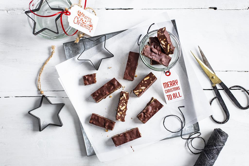 Pokrojone, batoniki czekoladowe z ciasteczkami i masłem orzechowym - Wszystkiego Słodkieho