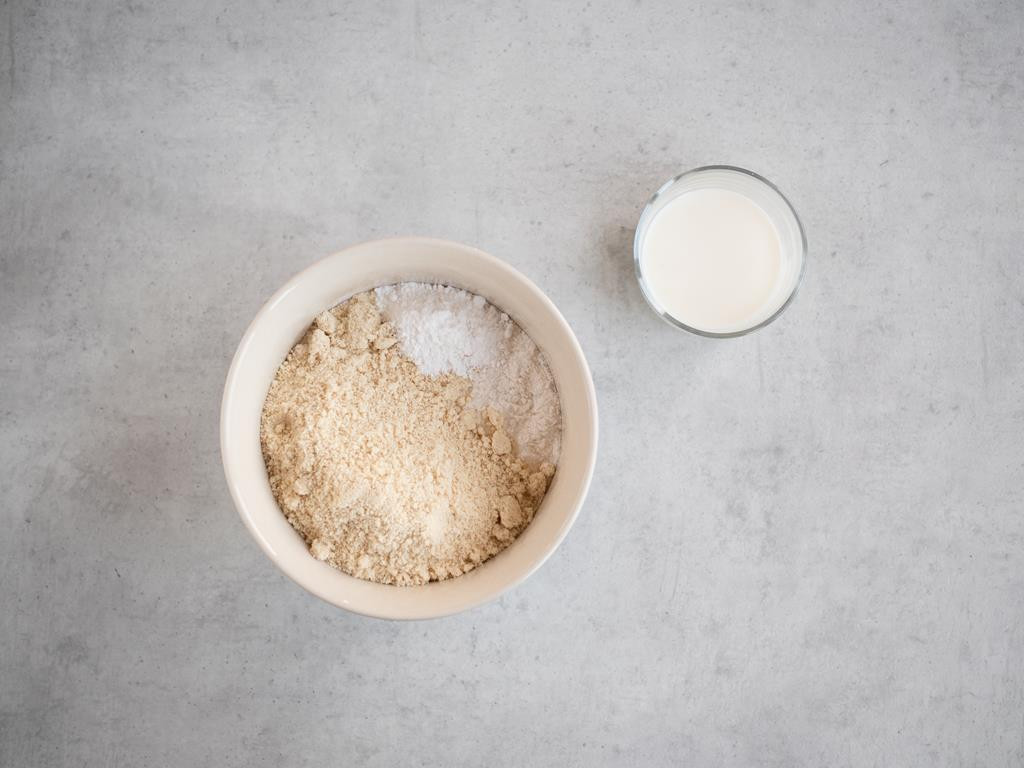 maka ryżowa, mielone migdały, proszek do pieczenia bez glutenu, mleko bez laktozy