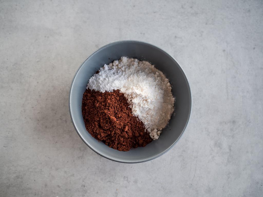 mąka, kakao, proszek do pieczenia