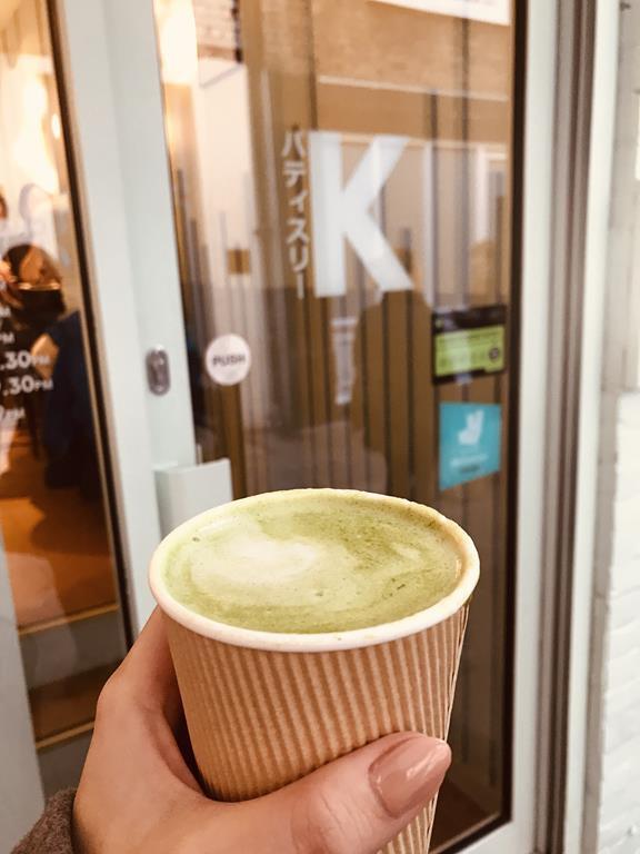 Caffe latte z matchą