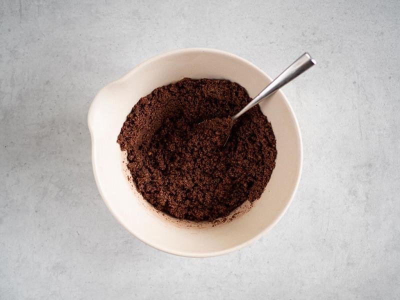w misce wymieszane herbatniki